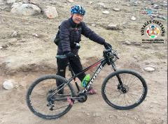 A vélo comme ce chinois sur la Kora du Kailash...