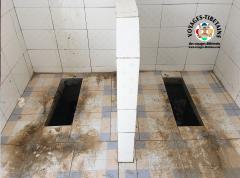 """Il s'agit de toilettes sèches, en dessous un espace de 1 à 2 m pour """"stocker""""..."""
