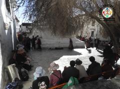 Prières matinales au monastère de Tashilungpo à Shigatse
