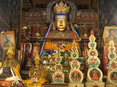 Statue de Maitraya au monastère de Pelkor Chode à Gyantse