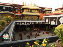 Le temps est aux débats dans l'enceinte du Jokhang