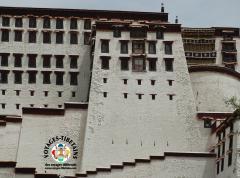 Gros plan sur la façade du Potala à Lhasa